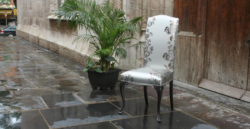 Silla respaldo tapizado - Villalba Interiorismo