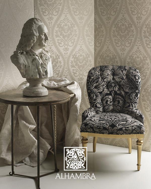 Sillón tapizado con terciopelo adamascado - Villalba Interiorismo