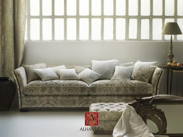 Sofá tapizado con terciopelo adamascado - Villalba Interiorismo