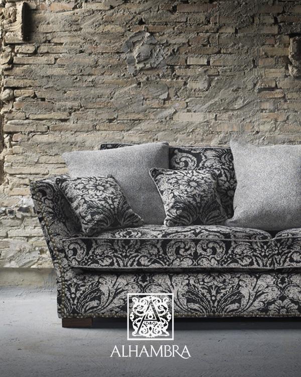 Sofá tapizado con terciopelo - Villalba Interiorismo