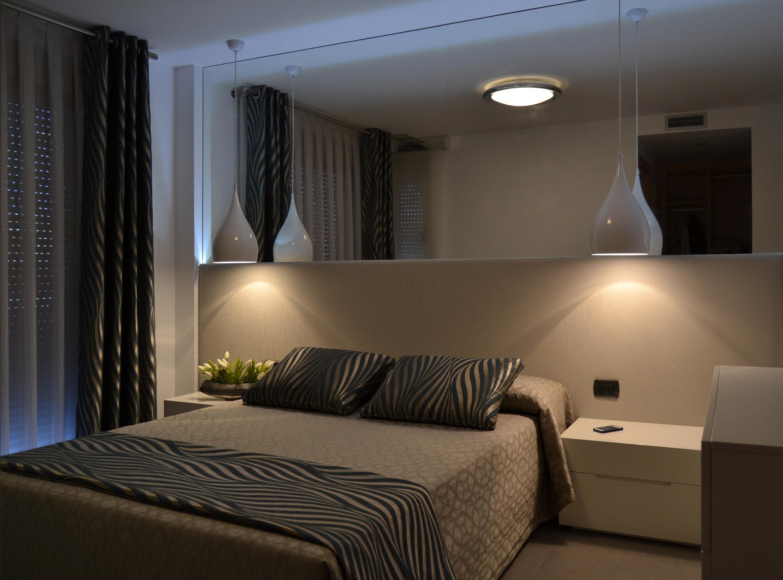 Nuestro trabajo para una joven pareja villalba interiorismo - Ideas para colgar fotos habitacion ...