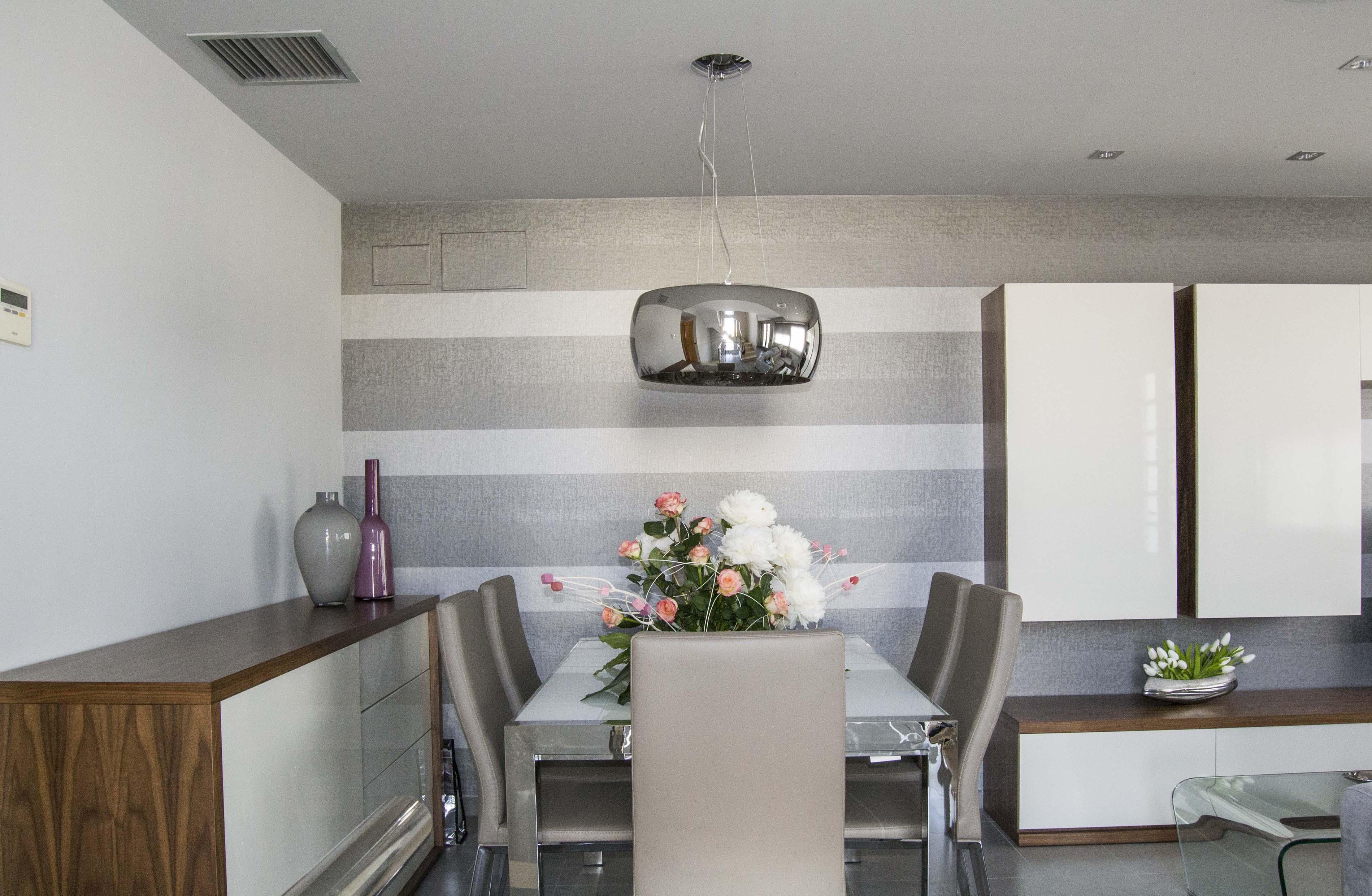 Nuestro trabajo para una joven pareja villalba interiorismo - Muebles de salon lacados en blanco ...