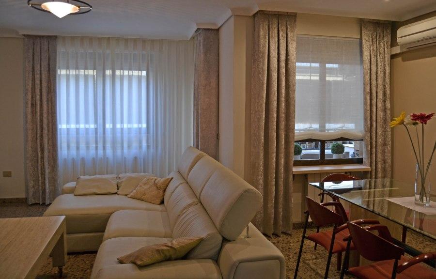 Salón con visillos y dobles cortinas - Villalba Interiorismo (2)