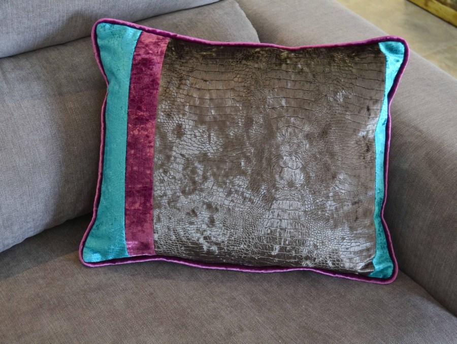 Cojín para sofá gris - Villalba Interiorismo