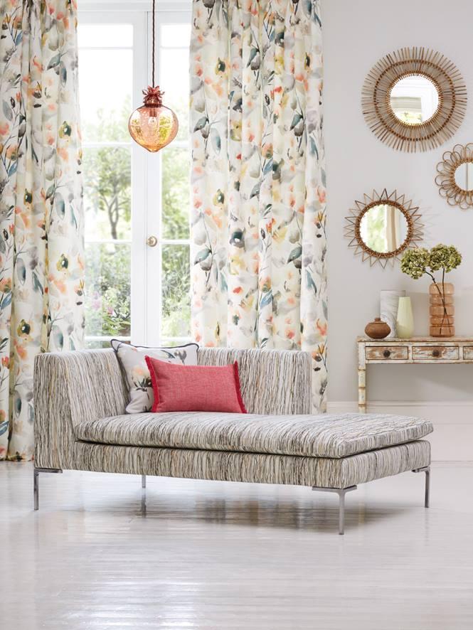 Telas con pinceladas de flores villalba interiorismo - Telas estampadas para cortinas ...