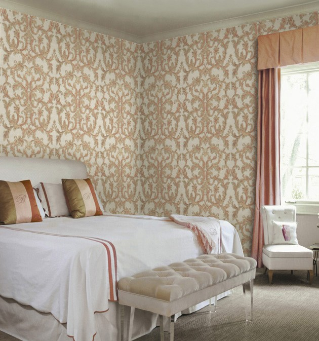 Dormitorio con papel pintado de Blumarine