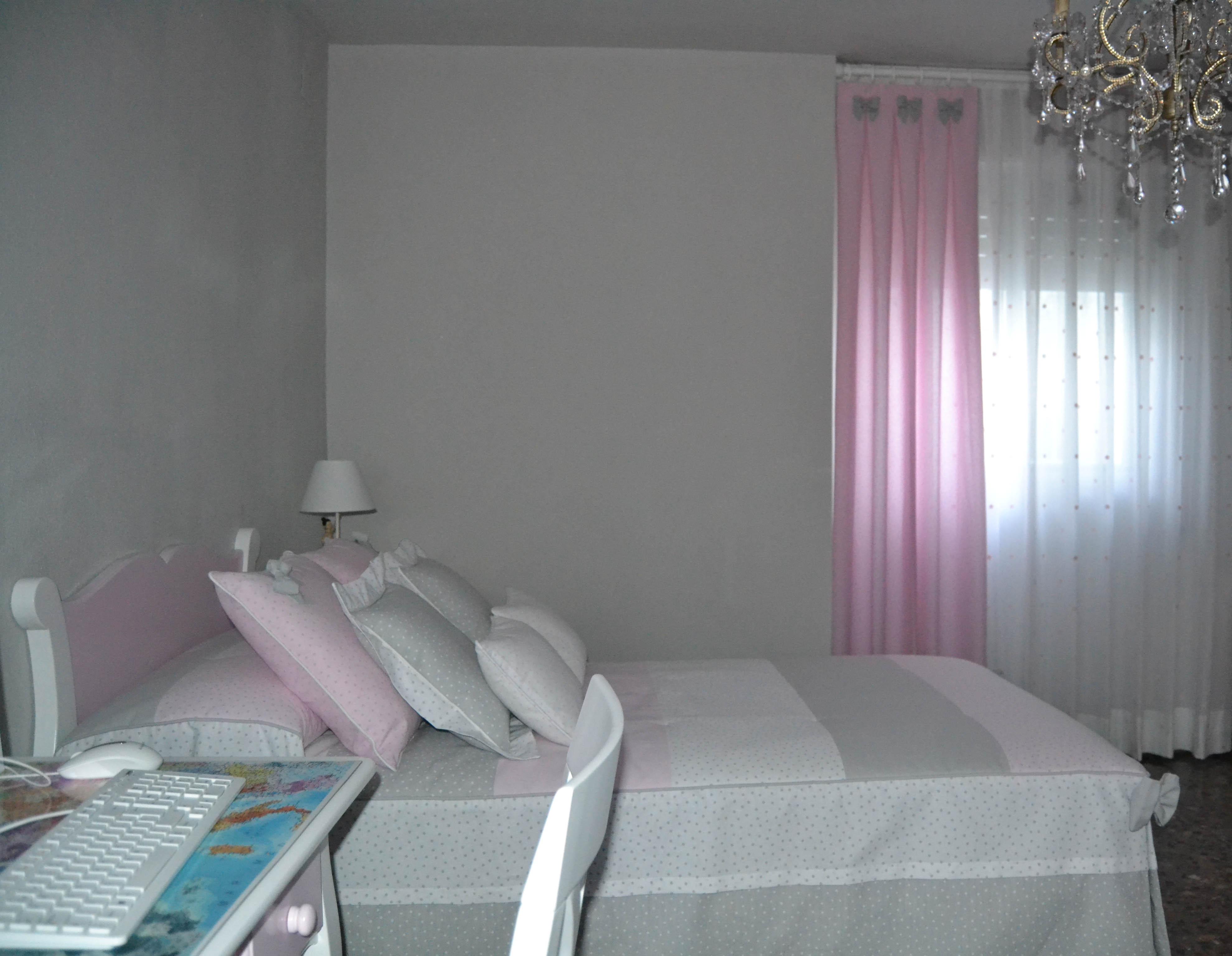 La preciosa habitaci n de aroha villalba interiorismo for Dormitorio gris y blanco