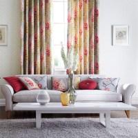Consejos para colocar cortinas de flores en el salón