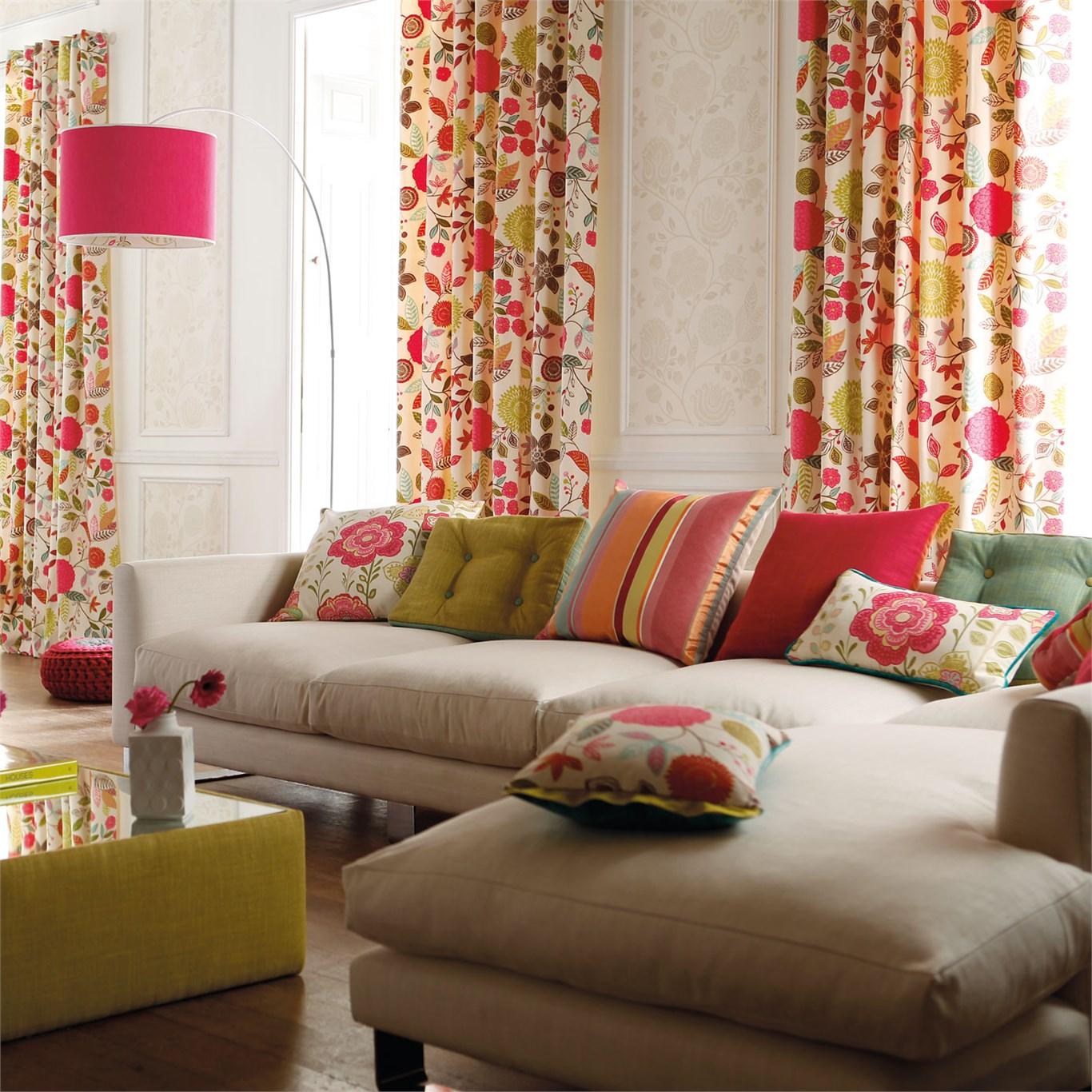 Consejos para colocar cortinas de flores en el sal n for Telas cortinas salon