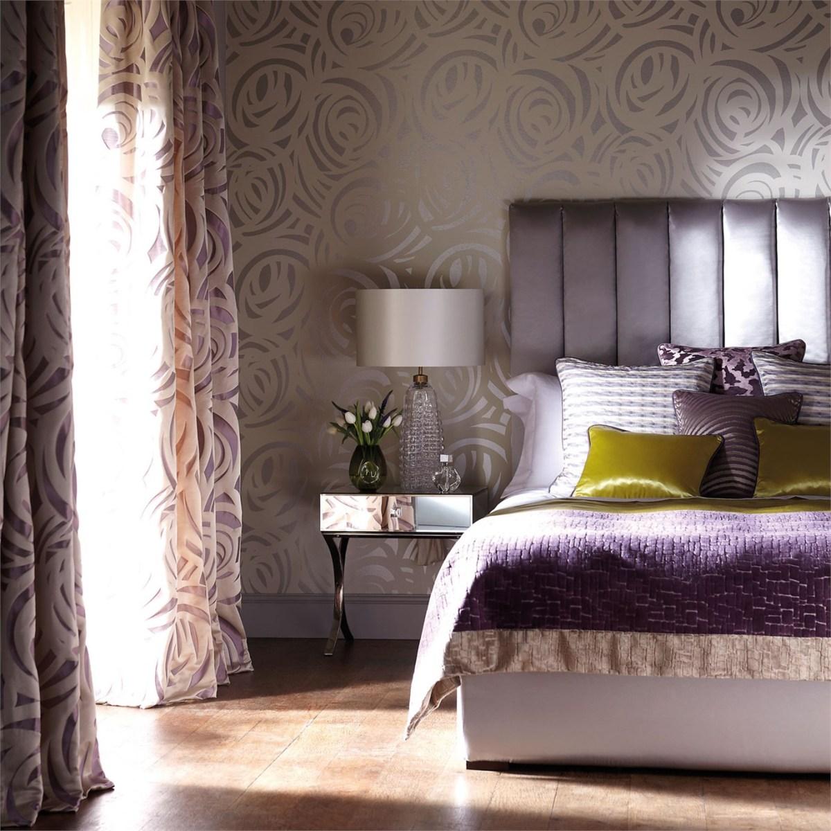 Dormitorio en color lila y amarillo lim n villalba for Papel pintado para el dormitorio adulto moderno