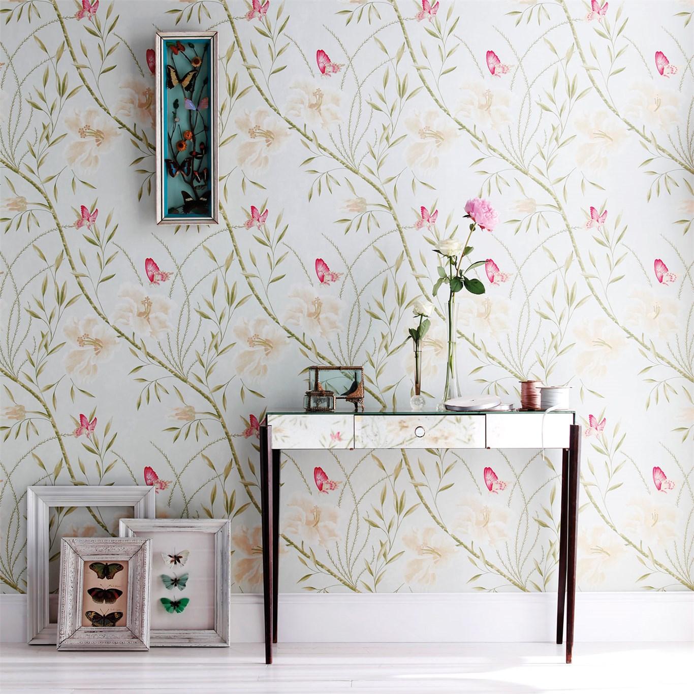 Mariposas en un papel pintado rom ntico villalba - Papeles pintados para pasillos ...