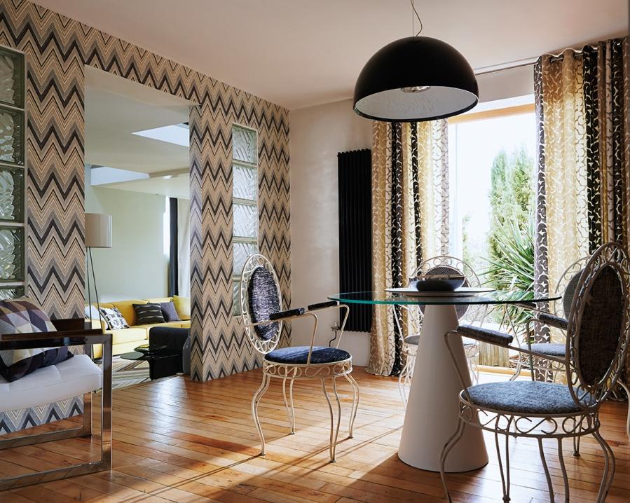 Papel pintado y dobles cortinas a juego - Villalba Interiorismo