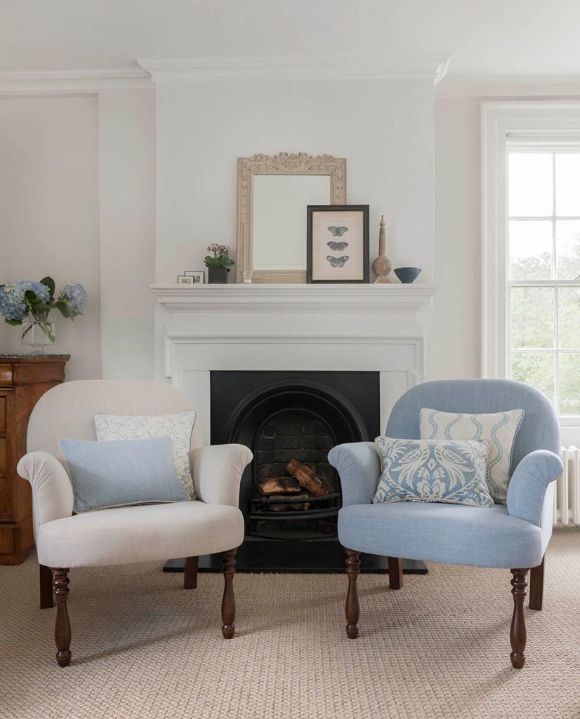 Sillones tapizados en azul - Villalba Interiorismo (2)