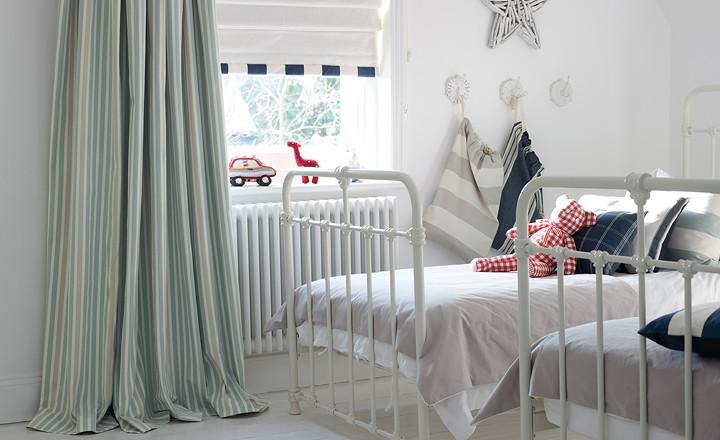 Rayas y cuadros en decoración dormitorio niños - Villalba Interiorismo