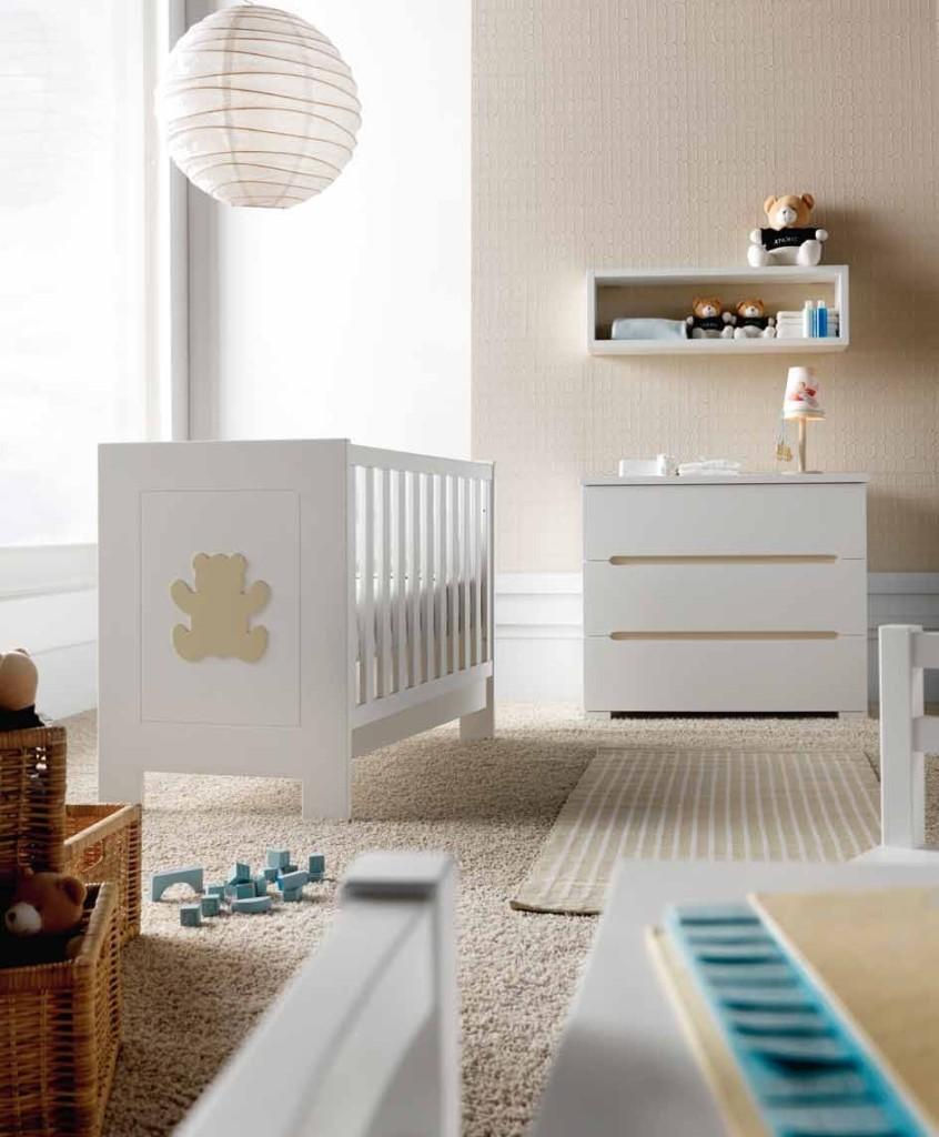 Dormitorio de bebé blanco y beige - Villalba Interiorismo