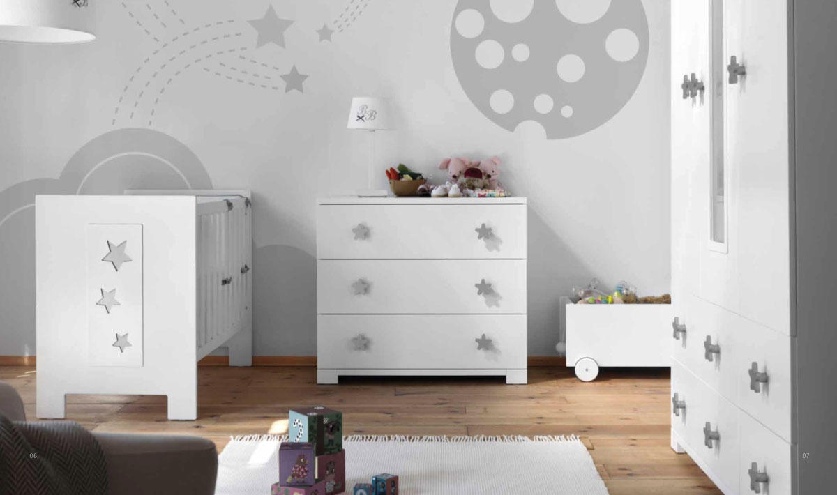Dormitorio de bebé en balnco y gris  Villalba Interiorismo