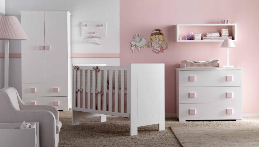 Dormitorio de bebé en blanco y rosa - Villalba Interiorismo