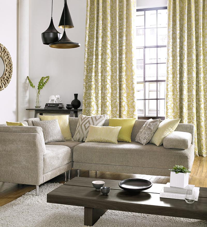 Salón en amarillo y beige - Villalba Interiorismo