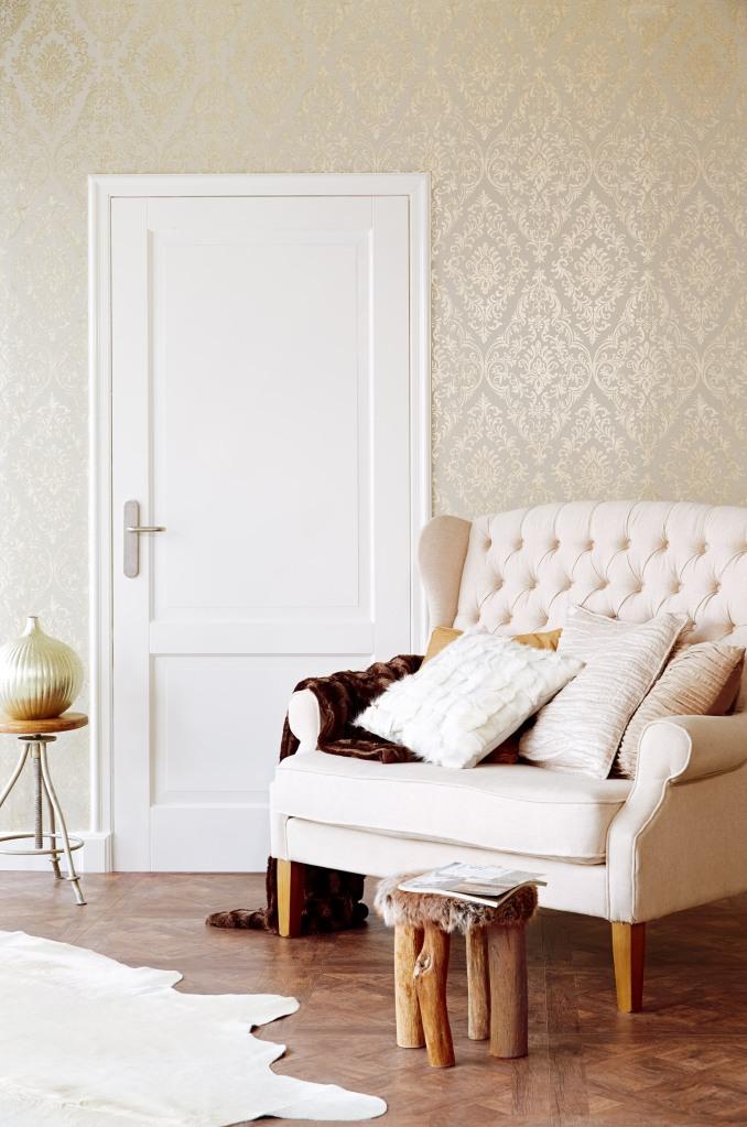 Papel pintado adamascado dorado - Villalba Interiorismo