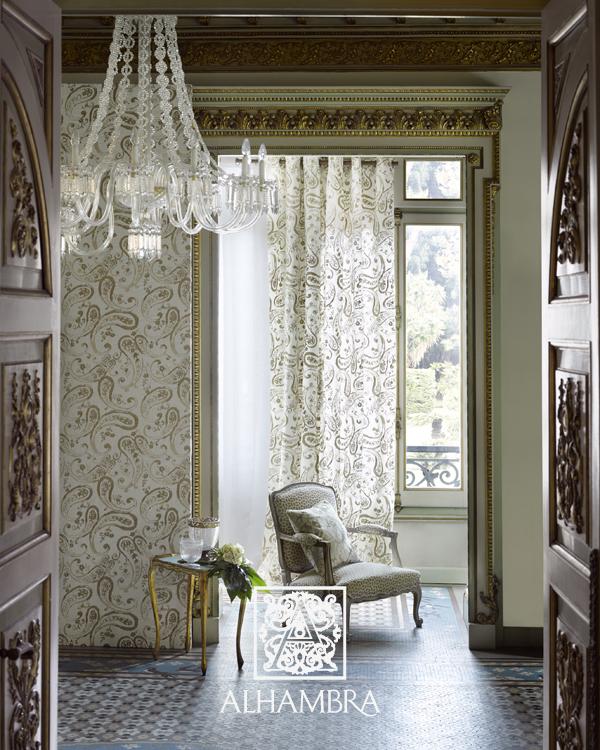 Tela bordada dorada de Alhambra - Villalba Interiorismo