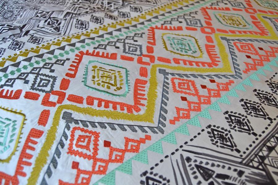 Cojines bordados étnicos - Villalba Interiorismo (2)