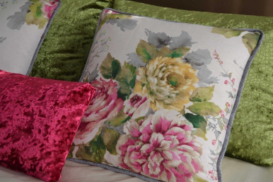 Cojines flores y lisos - Villalba Interiorismo