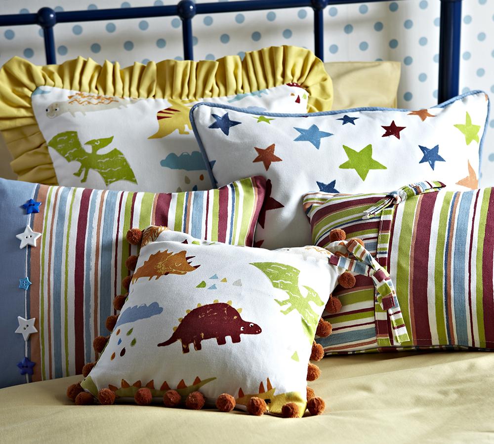 Dormitorio para peques con dinosaurios villalba interiorismo - Cojines para dormitorio ...