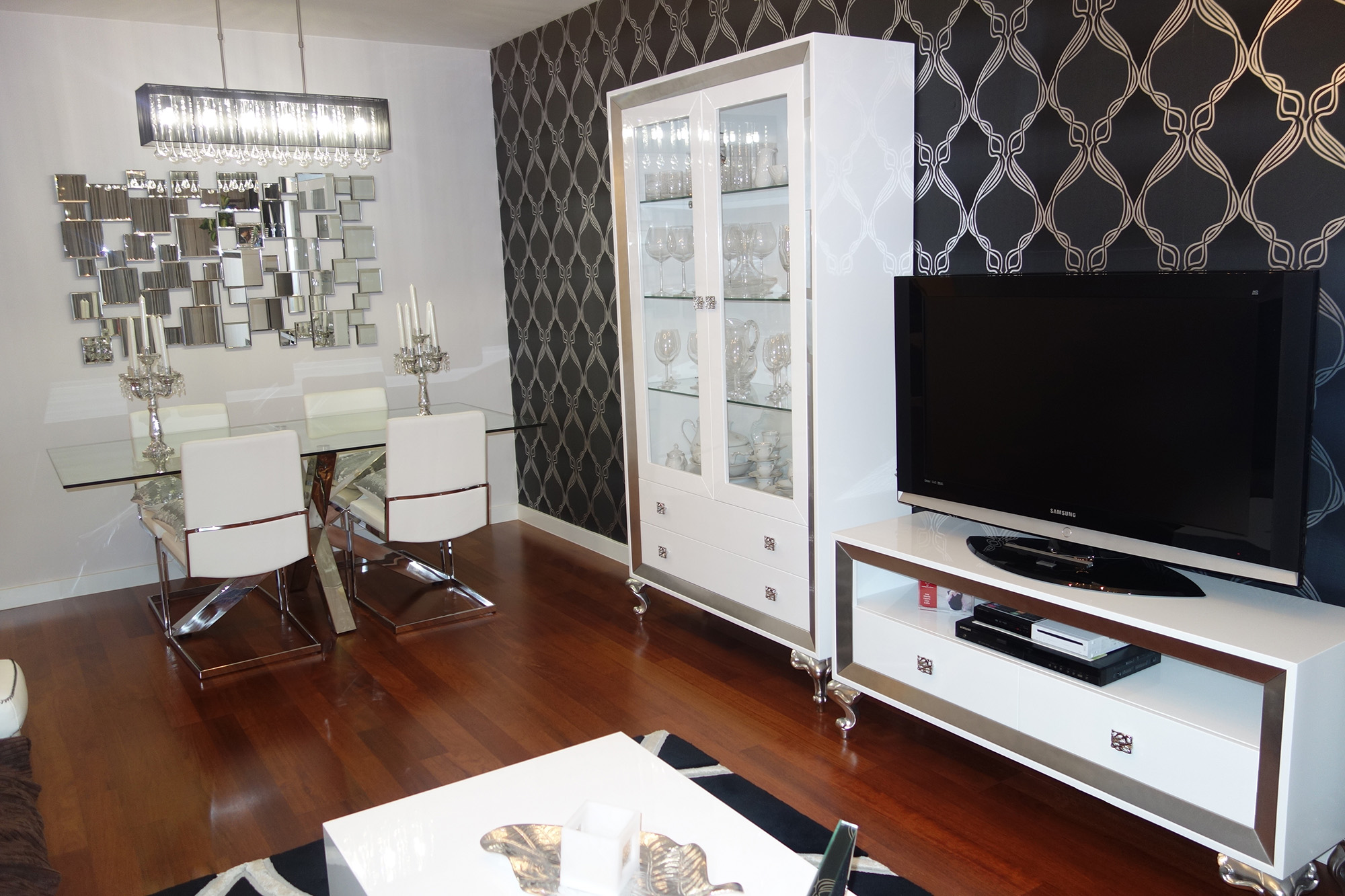 Muebles blanco y plata 20170828234132 for Muebles de salon lacados