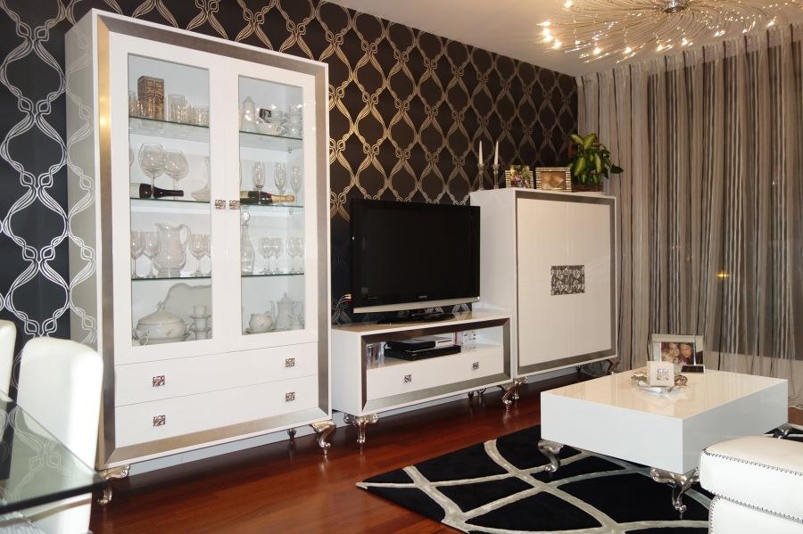 Salón muebles lacados en blanco y plata - Villalba Interiorismo