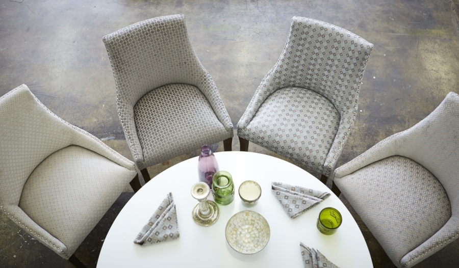 Sillas tapizadas con chenille - Villalba Interiorismo (2)