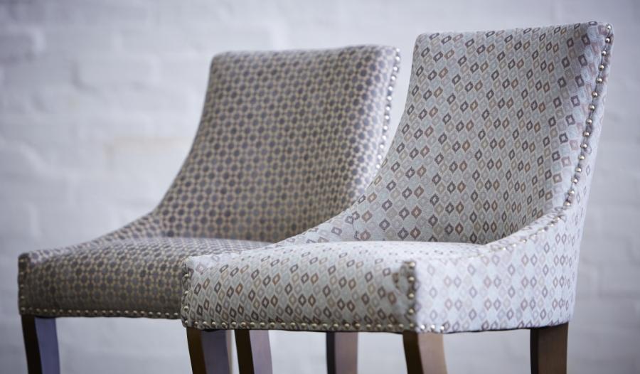 Sillas tapizadas con chenille - Villalba Interiorismo