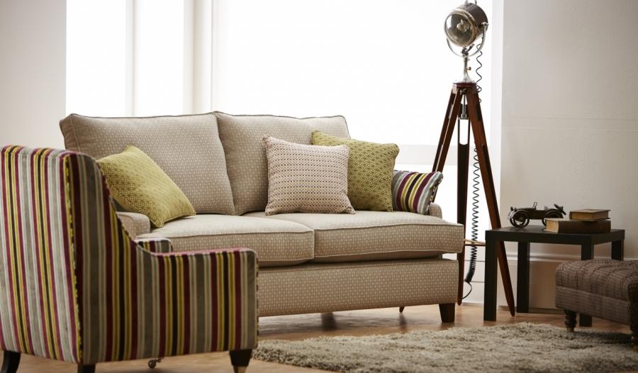 Sofá tapizado con chenille - Villalba Interiorismo