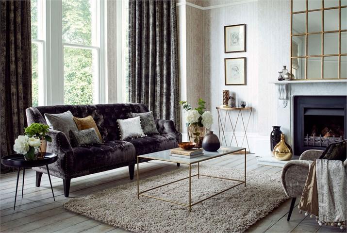 Sofá y cortinas de terciopelo velvet de Harlequin - Villalba Interiorismo