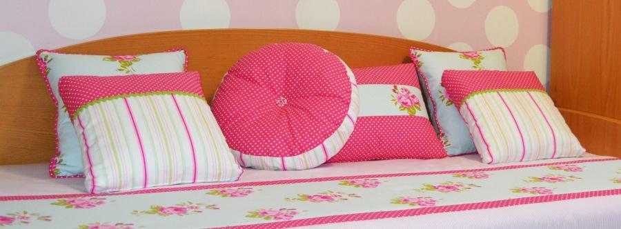 Cojines para cama de dormitorio niña - Villalba Interiorismo