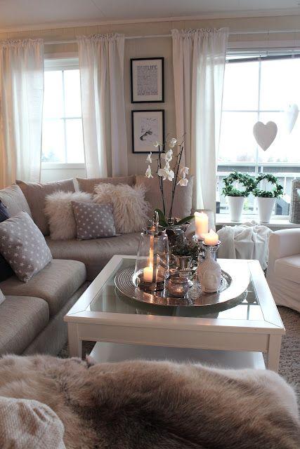 Sofá con cojines y plaid - Villalba Interiorismo