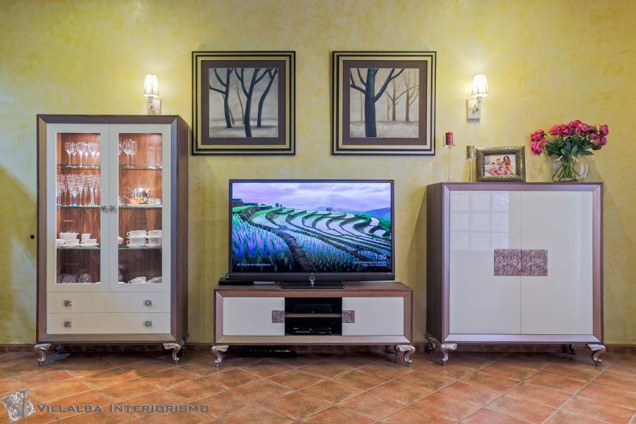Vitrina, mueble TV. y contenedor de madera y lacada - Villalba Interiorismo
