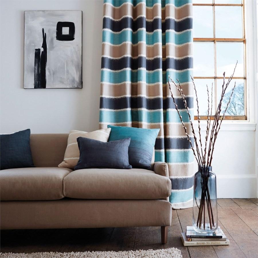 Dobles cortinas y cojines para sofá - Villalba Interiorismo