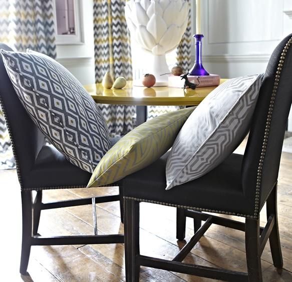 Cojines coordinados gris y amarillo - Villalba Interiorismo