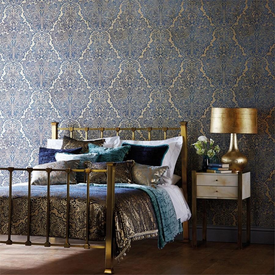 Colcha terciopelo adamascada azul y dorada - Villalba Interiorismo