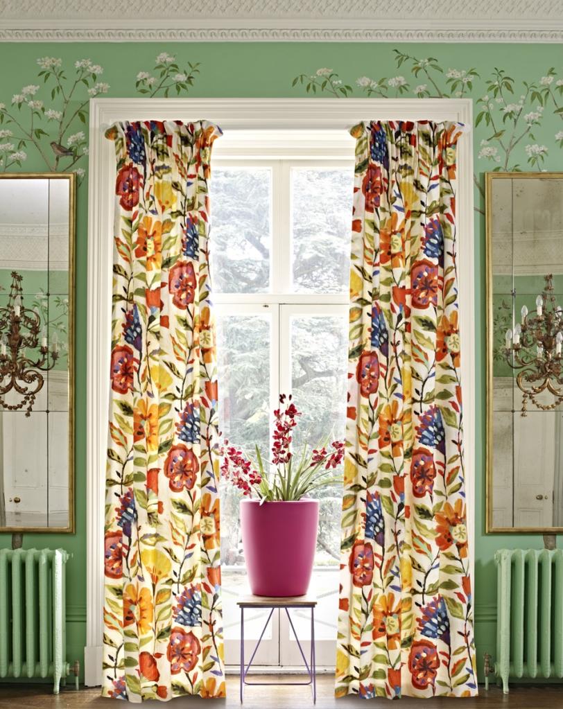 Cortina estampada de flores - Villalba Interiorismo