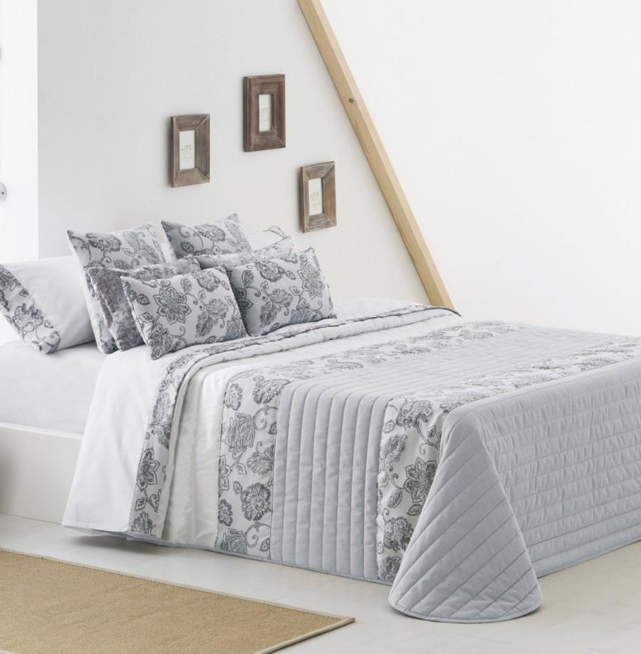 Colcha bouti blanca y gris - Villalba Interiorismo