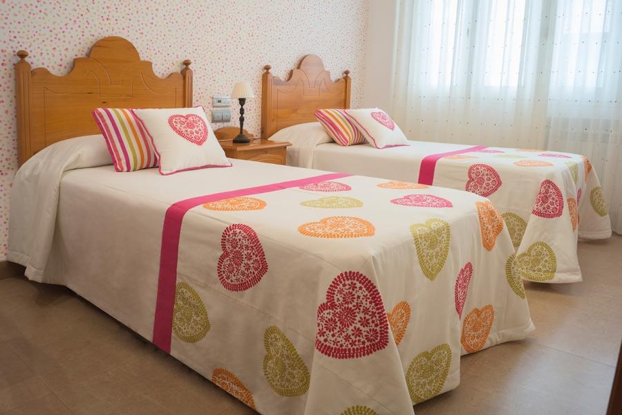 Colcha bouti dormitorio de corazones de niña - Villalba Interiorismo