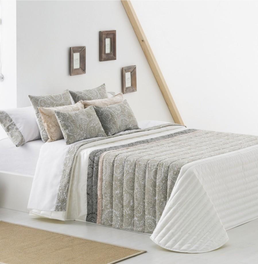 Colcha bouti en blanca y beige - Villalba Interiorismo