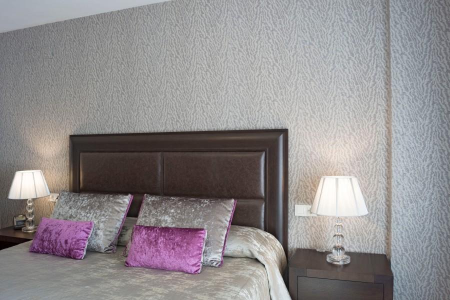 Papel pintado dormitorio moderno - Villalba Interiorismo