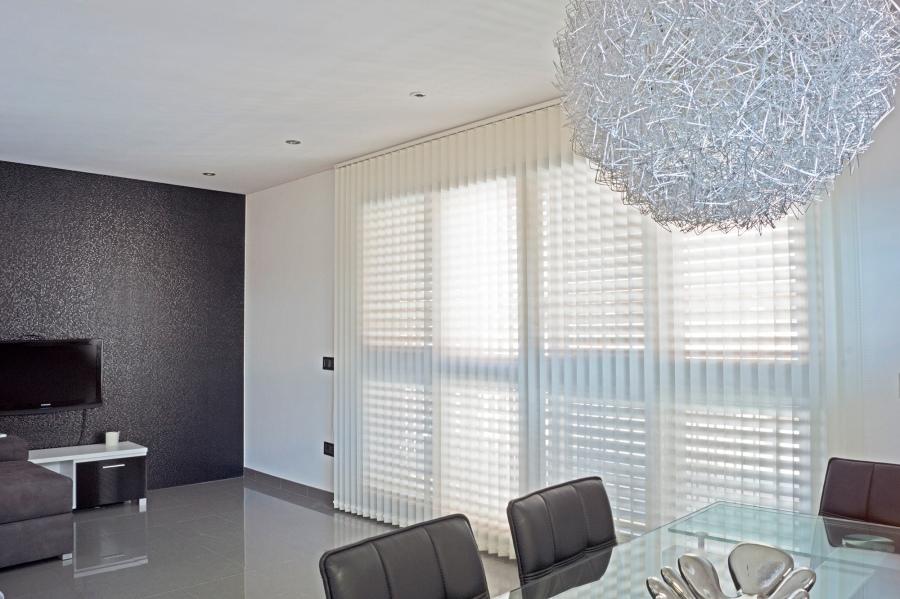 Vertical screen  blanca minimalista - Villalba Interiorismo