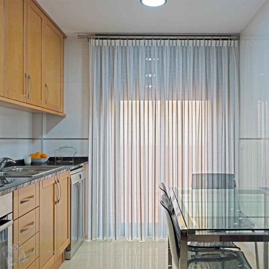 Cocina con cortina - Villalba Interiorismo