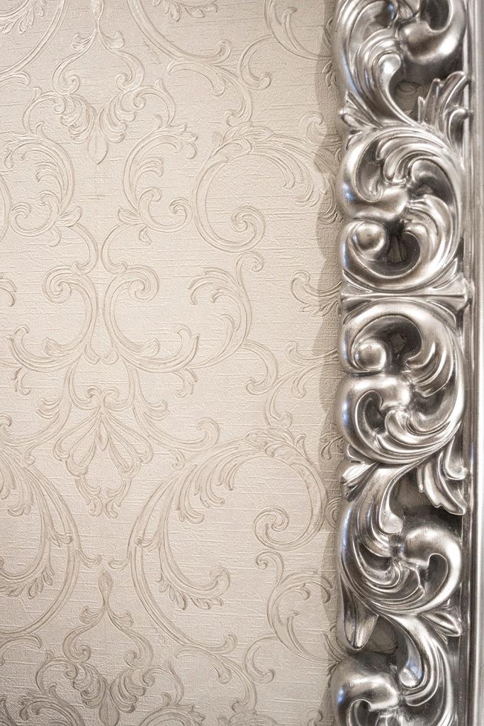 Detalle marco de espejo en plata - Villalba Interiorismo
