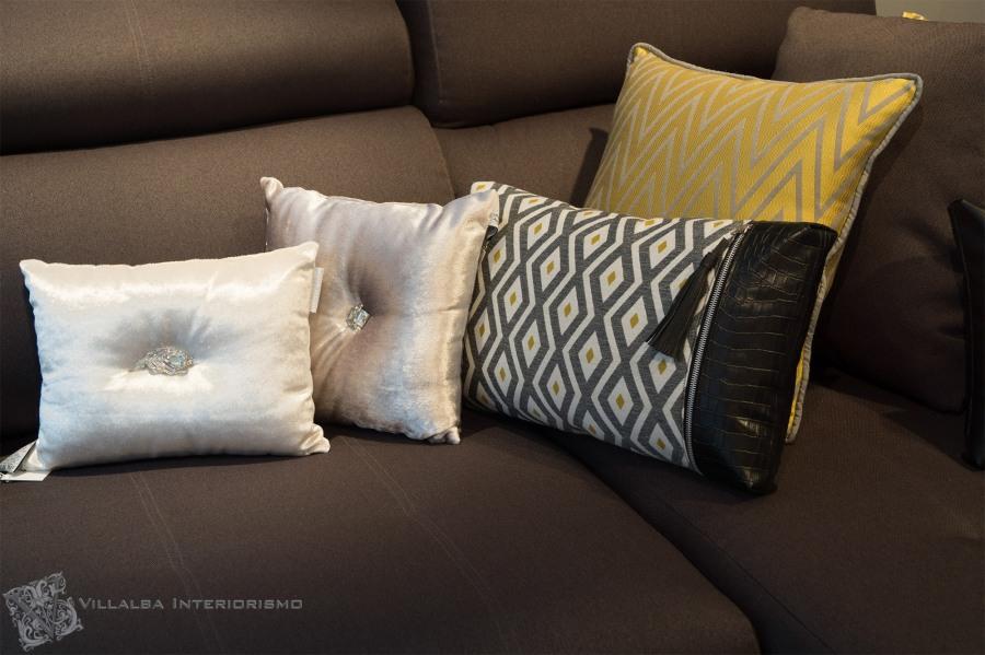 Coordinado cojines para sofá gris - Villalba Interiorismo