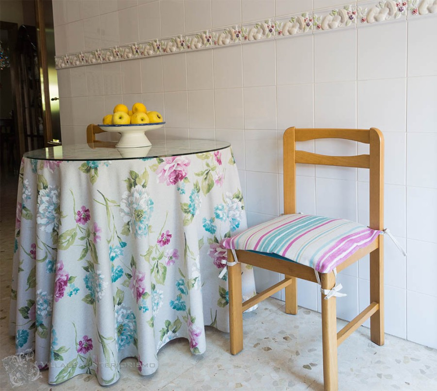 Falda camilla con tela flores - Villalba Interiorismo