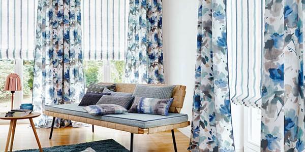Dobles cortinas villalba interiorismo for Cortinas azules para salon